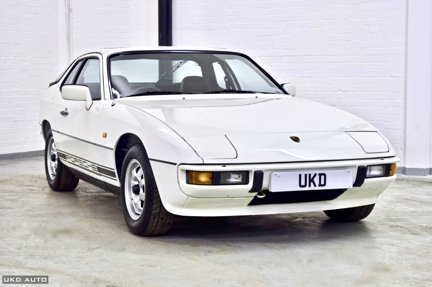 PORSCHE 924 2.0 COUPE WHITE 2DR 1984
